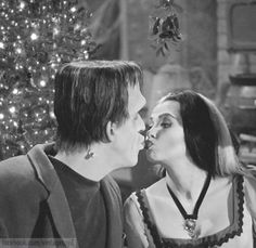 Fred Gwynne and Yvonne De Carlo in The Munsters Munsters Tv Show, The Munsters, Herman Munster, Lily Munster, Yvonne De Carlo, Cinema, Classic Monsters, Classic Tv, Classic Movies