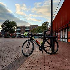 #vanmiddag heb ik nadat ik Florian naar de peuterspeelzaal had gebracht hier in het dorp een mooi ritje op mijn #fiets gemaakt. Ik heb ruim 85 km gefietst waarvan ik een groot deel samen heb gefietst met arjuna. Hij stond rond 12:40 zo maar bij mij op de stoep en toen had hij al 70 km gefietst. Samen fietsen we richting #Winsum en #schouwerzijl. Vanaf daar gingen we via ezinge weer terug naar Winsum en #Middelstum. in Middelstum geen arjuna naar huis en vanaf daar fietste ik nog via kantens en r