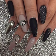 Cute and Funky nail art idea, love the middle finger nail rings | ideas de unas | ongles | coffin shaped acrylic nails