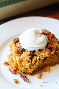 Pumpkin Crunch Cake - This has been called THE BEST pumpkin dessert by many Pinners. Easy to make, and out of this world delicious! The perfect pumpkin dessert. Bet I can convert this to gluten free. 13 Desserts, Brownie Desserts, Delicious Desserts, Dessert Recipes, Yummy Food, Dessert Ideas, Coconut Dessert, Oreo Dessert, Pumpkin Dessert
