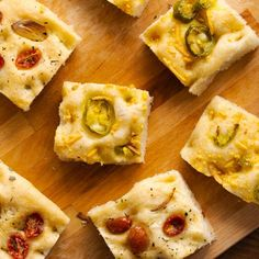 Easy vegan sheet pan focaccia with two different topping combinations: Jalapeño & (Vegan) Cheese and Tomato, Herb & Garlic. Vegan Snacks, Vegan Recipes, Cooking Recipes, Vegan Food, Sliced Potatoes, Roasted Sweet Potatoes, Bug Snacks, Jalapeno Cheese, Yeast Bread Recipes
