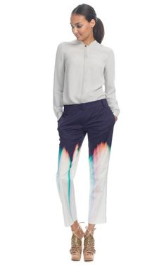 This tailored printed silk trouser features ...