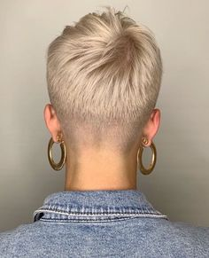 # short Braids with undercut Really Short Hair, Super Short Hair, Short Grey Hair, Short Hair Cuts For Women, Short Hair Undercut, Short Braids, Short Pixie Haircuts, Cheveux Courts Funky, Pelo Pixie