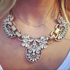 Beautiful statement necklace(NWT)Price Firm Brand new in package. Price firm unless bundled. Stunning piece. Boutique Jewelry Necklaces
