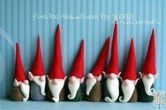 Más duendes. Estos me encantan ahora en Navidad para usarlos arriba de lápices y bolis. Un lindo regalo! weefolkart.com polymer clay