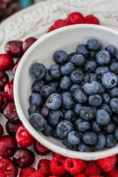 Blueberries are very low in calories. 100 g fresh berries provide only 57 calories. However, they possess notable health benefiting plant-nutrients such as soluble dietary fiber, minerals, vitamins, and pigment anti-oxidants that contribute immensely towards optimum health and wellness!