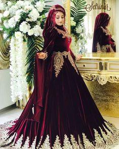 Setri Nur Elvankent🥀🥀🥀 #setrinur #elvankent #gelinbaşı #türbantasarım #makyaj #tesettür #kuaför #tesettür Hijab Style Dress, Disney Wedding Dresses, Hijab Bride, Pakistani Wedding Dresses, Bridal Dresses, Bridesmaid Dresses, Hijab Chic, Moda Indiana, Street Hijab Fashion