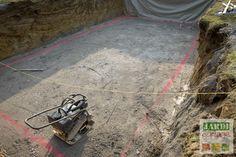 La dalle de fond de la piscine est coulée ! La mise en place du remblais n'a pas été simple et le ferraillage un peu long. Mais quel spectacle de voir le bras de la toupie enjamber le toit du garage d'Eric pour déposer le béton au fond du trou...Nouvel épisode de la construction de sa piscine creusée à découvrir maintenant ! http://www.jardipartage.fr/dalle-beton-piscine-creusee/
