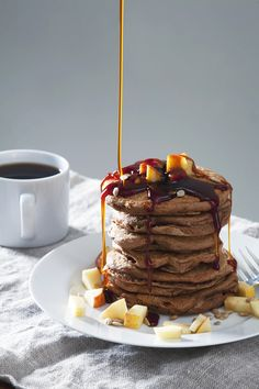 Apple Cinnamon Vegan Protein Pancakes | picklesnhoney.com