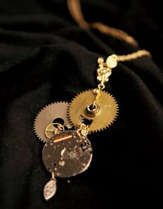 Cogs on togs -- it's one of my favorite parts of the steampunk aesthetic. Whether they're nested into a top hat or crimped onto earring backs, watch gears Steampunk Crafts, Steampunk Design, Steampunk Costume, Steampunk Fashion, Gothic Fashion, Steam Punk Diy, Steam Punk Jewelry, Gothic Jewelry, Art Deco Jewelry