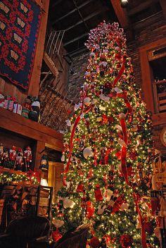 Raleigh, North Carolina, Angus Barn Christmas Tree