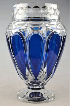 Val Saint Lambert Vase E.L.317 - Pièce créée pour l'Exposition Internationale de Liège 1930 - H 28,5 cm. Glass Bottles, Glass Vase, Perfume Bottles, Cobalt Glass, Cobalt Blue, Blown Glass Art, Crystal Glassware, Himmelblau, Glass Ceramic