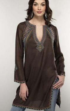 The Indian Tunic Kurti Craze has spread all over the world. A Tunic or Kurti is a comfortable loose hip covering tunic top in cotton, ch. Look Fashion, Indian Fashion, Autumn Fashion, Womens Fashion, Fashion Black, Fashion Details, Summer Tunics, Long Tunics, Women's Tunics