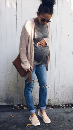 Inspiring Maternity Fashion Outfits Ideas for Fall and Winter #PregnancyOutfits