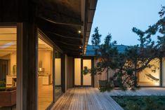 Sommarhus T   Johan Sundberg Arkitektur Traditional Japanese House, Chief Architect, Hip Roof, Wooden Decks, Wooden House, Courtyard House, Japanese Architecture, Villa, Sliding Glass Door