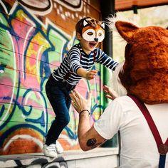 Foxy is soooo happy to go back to school! ☀️ #berty #foxy #braces #suspenders #backtoschool #bretelles #bertelles #bretelle #preppystyle #mensaccessories #dappermen #dapper #mascot #ikkoopbelgisch #belgianbrand #madeinbelgium #stylishkids #fatherandson