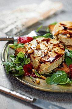 Hunajainen vuohenjuusto-paahtoleipäsalaatti