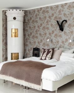 Love the beautiful old fireplace in the bedroom! Swedish Bedroom, Swedish House, Distressed Wood Floors, Indoor Places, Floors And More, Old Fireplace, Interior And Exterior, Interior Design, Inspirational Wallpapers