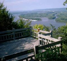 Iowa Fall Trip - Pikes Peak State Park in McGregor is a must for this amazing view of the Mississippi! If there's time, take the trails and see Bridal Veil Falls.