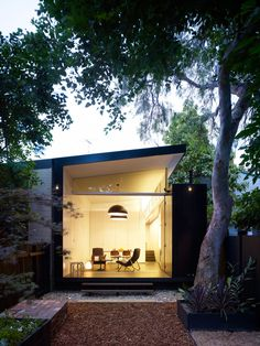 Best Ideas For Modern House Design & Architecture : – Picture : – Description Without altering its facade, architect Christopher Polly transformed the rear of this Newtown, Australia, home from bleak to bright. Residential Architecture, Interior Architecture, Australian Architecture, Windows Architecture, Contemporary Architecture, Modern Contemporary, Pavillion, Design Exterior, Modern Exterior