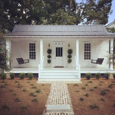 Restored 1889 Historic Cottage - Houses for Rent in Beaufort - Get $25 credit with Airbnb if you sign up with this link http://www.airbnb.com/c/groberts22