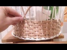 Newspaper Basket, Newspaper Crafts, Handmade Rugs, Handmade Crafts, Paper Basket Weaving, Recycled Magazines, Handmade Headbands, Basket Decoration, Handmade Journals