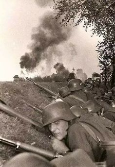 "ostfeldzug: "" BAPTISM OF FIRE German soldiers prepare to advance on enemy positions, some possibly for the first time. German Soldiers Ww2, German Army, Germany Ww2, Man Of War, Ww2 Photos, Military History, World History, World War Two, Luftwaffe"