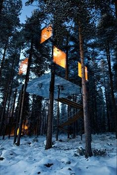 """Oh my God this is incredible.  A """"Mirror Cube"""" built amongst the trees as Sweden's Tree Hotel. I wanna stay here."""
