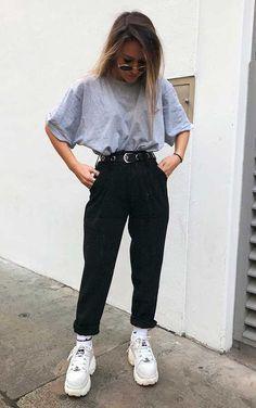 Musa do estilo: Minnahigh - T-shirt oversized cinza, calça de alfaiataria preta com bar Style Outfits, Mode Outfits, Retro Outfits, Cute Casual Outfits, Fall Outfits, Sweater Outfits, Party Outfit Casual, Simple Outfits For Teens, Vegas Outfits