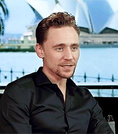 That second button is straining itself to come undone. just unbutton it Tom, that's all I ask of you ^__^