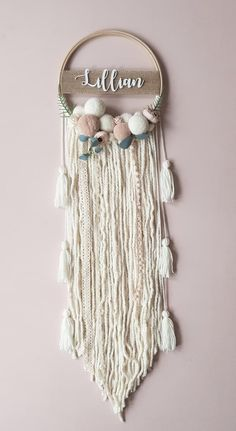 Boho Nursery Dream Catcher - Boho Kindergarten Dream Catcher immagine 2 You are in the right place about diy face mask Here we o - Boho Nursery, Instruções Origami, Diy Tumblr, Hanging Flower Wall, Boho Wall Hanging, Dream Catcher Boho, Dream Catchers, Dream Catcher Nursery, Macrame Design