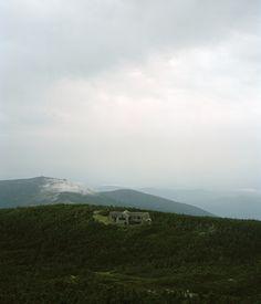 http://freecabinporn.com/post/21979062542/appalachian-mountain-clubs-greenleaf-hut-in