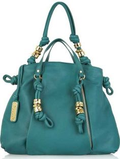 I dont really like purses but this is soooo cute