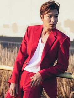 Actor Lee Min-ho on Thursday will start his four-week basic training at Korea Army Training Center in Nonsan, South Chungcheong Province. Jung So Min, Asian Actors, Korean Actors, Lee Min Ho Profile, Lee Min Ho Photos, Kim Bum, Kim Go Eun, New Actors, Red Suit