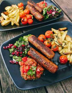 The best vegan sausages served with french fries and tomato salsa dip. Go find the recipe for these tasty vegan sausages right here. Best Dinner Recipes, Fritters, Vegetarian Recipes, Beans, Tasty, Vegetables, Ethnic Recipes, Sausages, French Fries