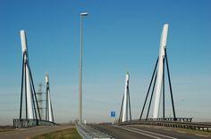 De Fergusonbrug, vanaf de Poelwijkerlaan in Zevenaar.