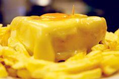 Já por diversas vezes que a Francesinha foi eleita como uma das melhores sanduíches do mundo. Mas será que esta iguaria portuense pode ser, de facto, considerada uma sanduíche? No dia em que assinala o 'Dia da Sanduíche', o SAPO Lifestyle viajou até à cidade do Porto para um tira-teimas surpreendente.