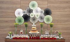 party decor, decoraçao de festas, 50 anos, 50th birthday, festa de adulto, masculine decor, decoraçao masculina, leques de papel, paper garland, backdrop, dessert table, mesa de doces, green black and white, verde preto e branco.