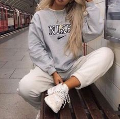 Lazy outfits - Winter Outfits Ideas For Women 2019 – Lazy outfits Cute Comfy Outfits, Chill Outfits, Mode Outfits, Retro Outfits, Vintage Outfits, Fashion Outfits, Lazy Winter Outfits, Indie Fall Outfits, Outfits For Women