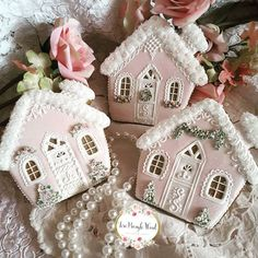 Pastel Christmas gingerbread house cookies, winter village, decorated with royal icing. Christmas Gingerbread House, Noel Christmas, Pink Christmas, Christmas Baking, Gingerbread Houses, Christmas Houses, Gingerbread Cookies, Italian Christmas, Christmas Ideas