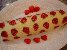 Brigittes Tortendesign: Dekorierte Biskuitrolle mit Erdbeermotiv - swiss merinque rolls Tutorial