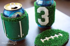 football party food Host an epic Super Bowl party with these DIY Super Bowl Decor ideas. From beverage stations to tablescapes, these decor ideas are a guaranteed touchdown. Super Bowl Rings, Clever Diy, Creative Crafts, Decorative Bowls, Football Food, Fox Football, Football Banquet, Football Decor, Football Birthday