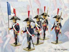 (ref. CBG 0170) Créée le 6 octobre 1792 avec des volontaires de l'armée du Rhin, elle servit à l'armée du Rhin, notamment à la prise de Mayence (1792), puis au siège de Mayence (1793). Au départ formé d'un seul bataillon, le corps des pontonniers ne cessera de se développer sous l'Empire napoléonien et jusqu'à la Restauration. Le corps des pontonniers porte l'uniforme de l'artillerie, à laquelle il est rattaché, ainsi que le chapeau caractéristique Ainsi, Empire, Mainz, Soldiers, Restoration, October, Hat