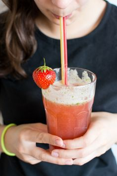 Tangy, sweet, fruity homemade Strawberry Lemon Iced Tea takes the place of pricey purchased drinks from that coffee house. You control the ingredients. Easy Drink Recipes, Drinks Alcohol Recipes, Grilling Recipes, Yummy Drinks, Cocktail Recipes, Summer Recipes, Alcoholic Beverages, Refreshing Drinks, Cold Drinks