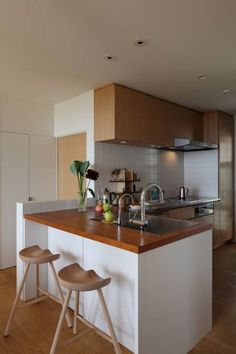 L字キッチンのメリット・デメリットまとめ集 メリット2:違う素材のキッチン台が可能 Joinery, Kitchen Interior, Future House, Living Spaces, Table, Room, Furniture, Home Decor, Chill