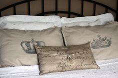 from sklong.blogspot.com. Amazing pillows!