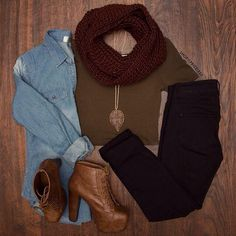 Cute fall style with burgundy scarf over military green crop top with black jeggings, Jean flannel and booties Fall Winter Outfits, Autumn Winter Fashion, Fall Fashion, Casual Outfits, Fashion Outfits, Womens Fashion, Fashion Pants, Estilo Folk, Botines Casual