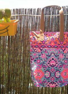 À vendre sur #vintedfrance ! http://www.vinted.fr/sacs-femmes/sac-a-main/23977410-sac-cabas-fluo-ethnique-multicolor-bleu-et-rose