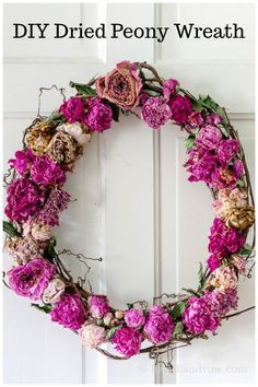 This dried peony wreath is super easy to make and a great way to preserve the look and smell of your garden flowers. Diy Crafts For Adults, Easy Diy Crafts, Handmade Crafts, Crafts To Make, Dried Flower Bouquet, Dried Flowers, Floral Bouquets, Floral Wreath, Diy Wreath