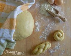 Oggi vi propongo un impasto base molto utile da conservare nel vostro ricettario l'impasto base brioche dolce...